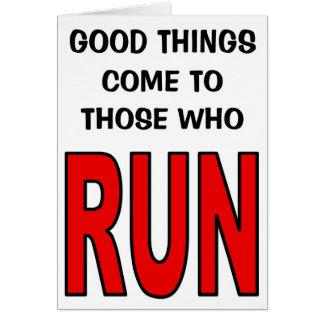 Tarjeta ¡Las buenas cosas vienen a las que corran!