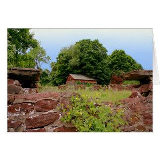 Tarjeta [las ruinas] granja de la pared de piedra -