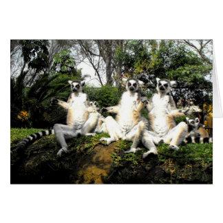 Tarjeta Lemurs atados anillo que calientan en primavera