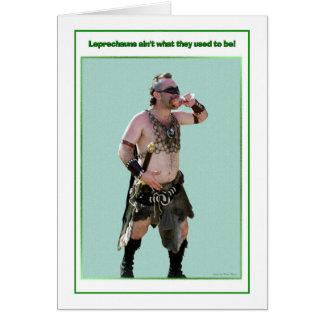 Tarjeta Leprechaun del bárbaro del día de St Patrick
