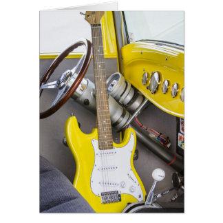 Tarjeta Los coches de carreras y la guitarra caliente