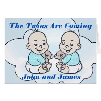 Tarjeta Los gemelos del muchacho son fiesta de bienvenida