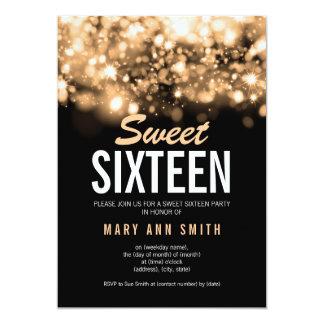 Tarjeta Luces chispeantes del dulce 16 del oro moderno del