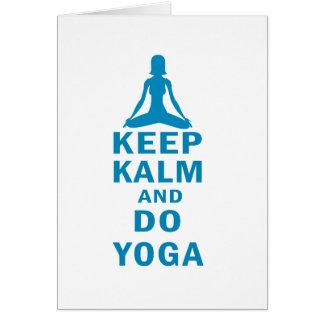 Tarjeta mantenga tranquilo y haga la yoga