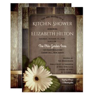 Tarjeta Margarita blanca del Gerbera en ducha de madera