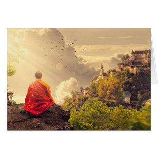 Tarjeta Monje Meditating antes del templo grande