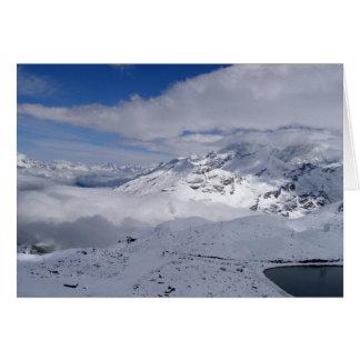 Tarjeta Montañas en la manera a Gornergrat en Suiza