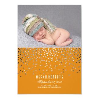 Tarjeta Nacimiento recién nacido anaranjado de la foto del