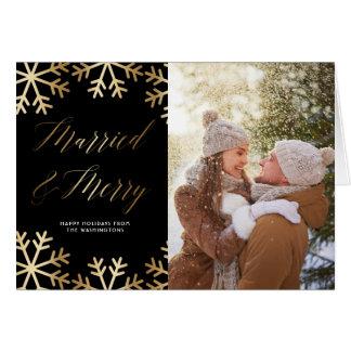 Tarjeta Navidad casados y Felices del oro de la escritura