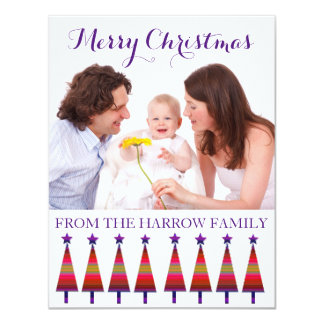 Tarjeta Navidad moderno de la familia que saluda árboles