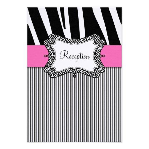Tarjeta negra de la recepción nupcial del rosa de  invitación