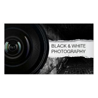 Tarjeta negra y blanca de la lente grande de la fo tarjetas de visita