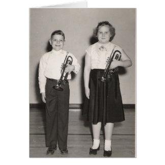 Tarjeta Niños con las trompetas