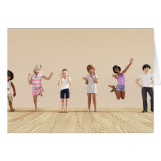 Tarjeta Niños felices en un centro del cuidado de día o de