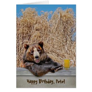Tarjeta Oso del cumpleaños con la cerveza