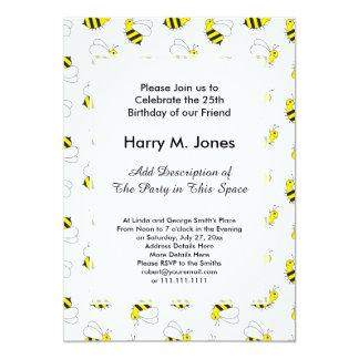 Tarjeta Pequeños lindos manosean el modelo de la abeja