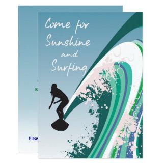Tarjeta Persona que practica surf gráfica en la sol de la