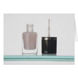 Tarjeta Primer de una botella de esmalte de uñas