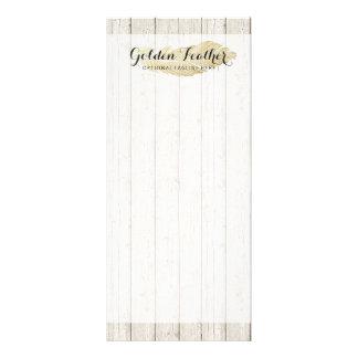 Tarjeta Publicitaria Pluma bohemia del oro en tableros de madera
