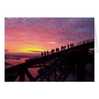 Tarjeta Puente de puerto de Sydney en la puesta del sol
