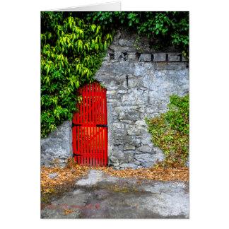 Tarjeta Puerta roja en pared