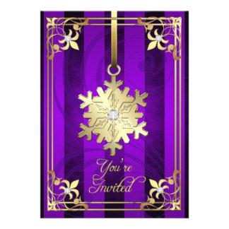 Tarjeta púrpura dorada del día de fiesta del copo