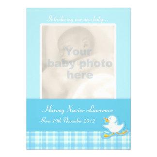 Tarjeta recién nacida de la invitación de la foto