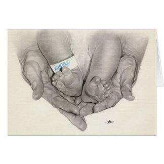 Tarjeta recién nacida de las manos de los pies del