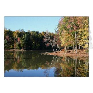 Tarjeta Reflexión del lago de las hojas anaranjadas de la