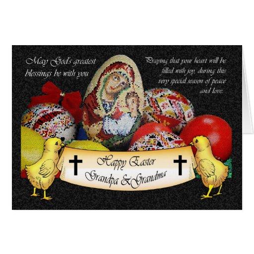 Tarjeta religiosa feliz de Pascua con los polluelo