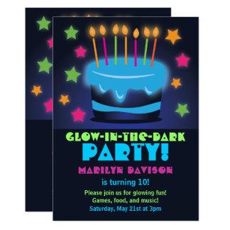 Tarjeta Resplandor de la torta de cumpleaños en las