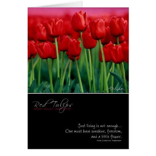 Tarjeta roja del tulipán con cita
