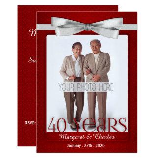 Tarjeta rojo del aniversario de boda 40-Years y blanco de