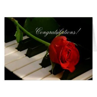 Tarjeta ¡Rosa rojo en Llaves-Bravissimo del piano!