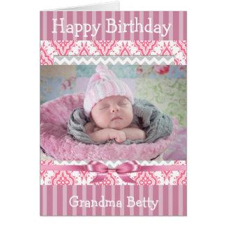 Tarjeta rosada de la abuela del feliz cumpleaños