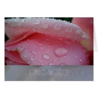 Tarjeta rosada del compromiso del pétalo color de