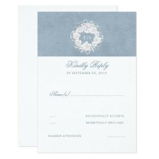 Tarjeta RSVP que se casa floral azul y blanco polvoriento