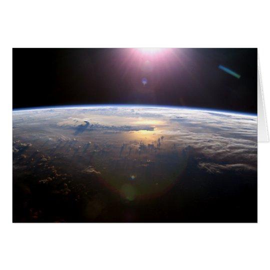 Tarjeta Salida del sol sobre la tierra