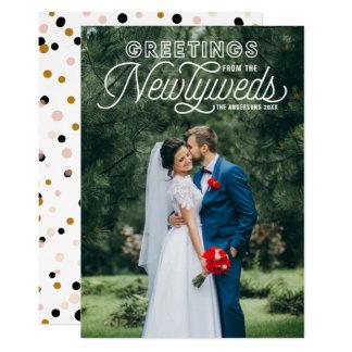 Tarjeta Saludos blancos de los recienes casados que casan