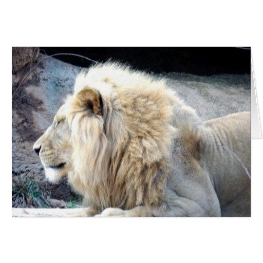 Tarjeta soñolienta del saludo o de nota del león