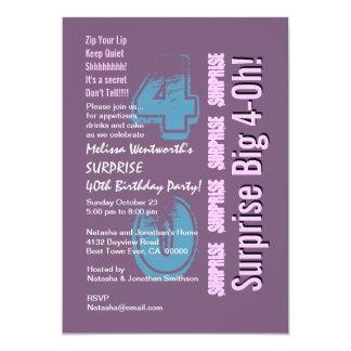 Tarjeta SORPRENDA la 40.a púrpura moderna del cumpleaños