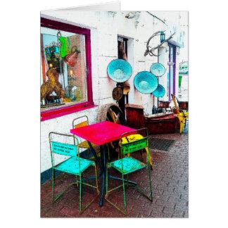 Tarjeta Tabla y sillas coloridas de la manera del callejón