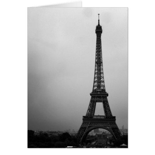 Tarjeta Torre Eiffel París en una tarde nublada
