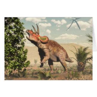 Tarjeta Triceratops que come en el árbol de la magnolia -