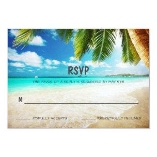 Tarjeta tropical de RSVP del boda de playa de la