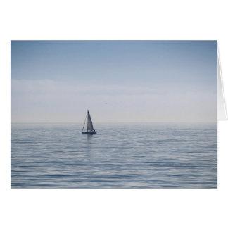 Tarjeta Un velero en un mar tranquilo