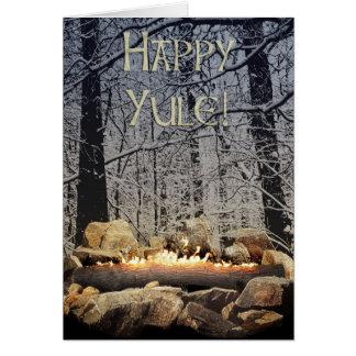 Tarjeta Una clave ardiente tranquila de Yule un bosque