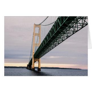 Tarjeta Una vista del puente de Mackinac del lago Michigan