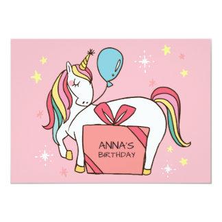 Tarjeta Unicornio lindo del arco iris con el regalo y el