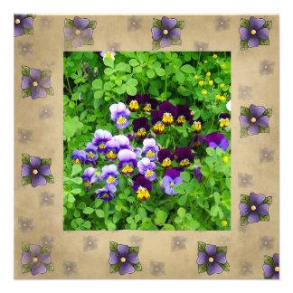 Tarjeta violeta de la escritura de la biblia invitaciones personalizada